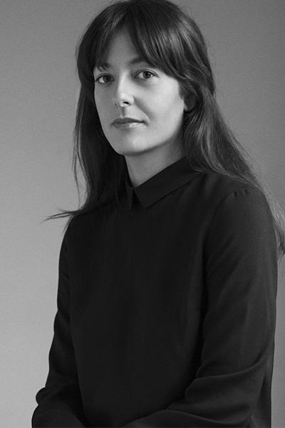 portrait d'Amandine Mazella en noir et blanc