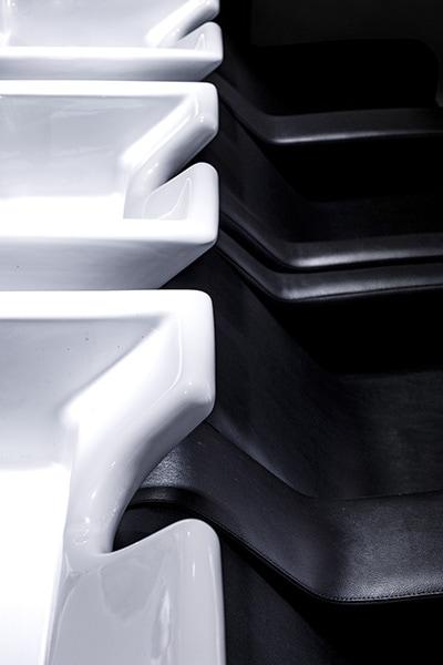 Fauteuils en cuir noir pour shampoing