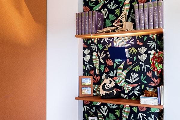 Armoire orange dans la chambre d'enfant designer par Amandine Mazella