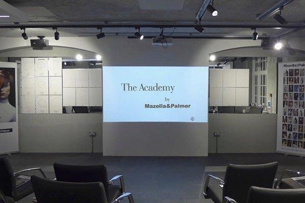 Salle de cours de l'académie Mazella&Plamer à Londres