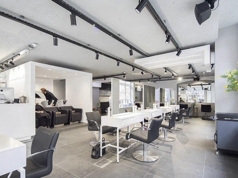 Vue d'ensemble du salon de coiffure Mazella&Palmer à Londres