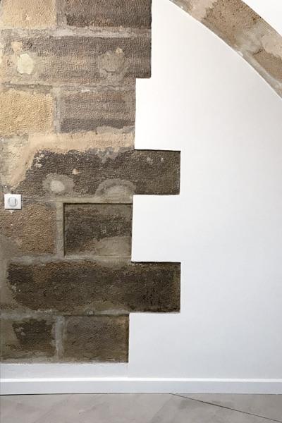 Mur en pierre semi apparent Kevin Murphy à Paris