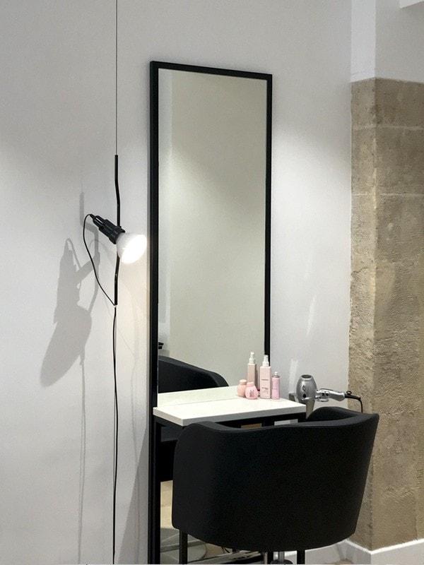 Poste de coiffure dans la boutique Kevin Murphy à Paris